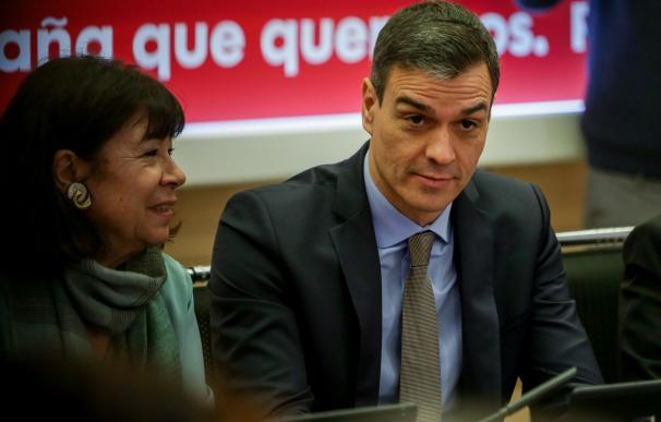 La presidenta del PSOE, Cristina Narbona, junto al presidente del Gobierno, Pedro Sánchez durante la reunión de la Comisión Permanente de la Ejecutiva Federal del PSOE en Madrid