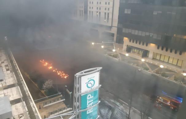 El humo y las llamas cerca de la Gare de Lyon. /L.I.