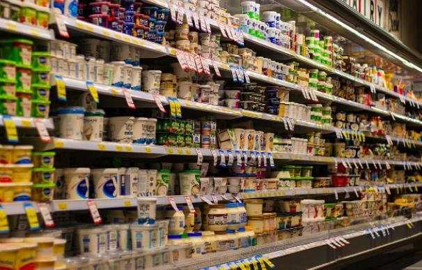 Lineal de yogures de supermercado