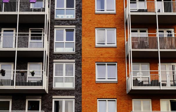 Fotografía de un edificio con hipoteca.