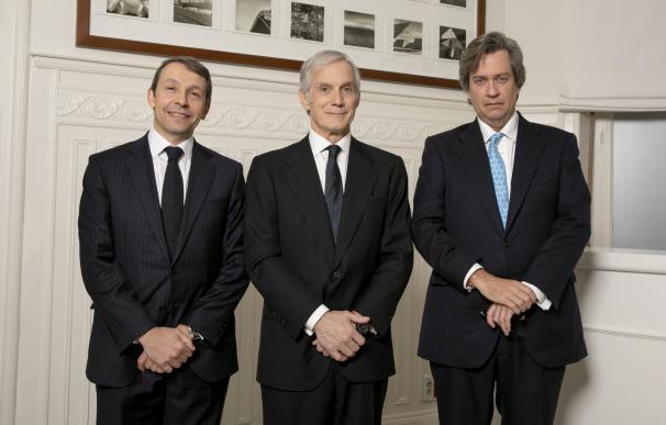 Mark Giacopazzi, CEO de Fidentiis; Enrique Pérez-Pla, CEO de Bestinver y Beltrán de la Lastra, director de Inversiones de Bestinver