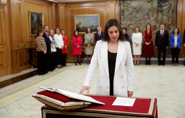 La nueva ministra de Igualdad, Irene Montero jura su cargo