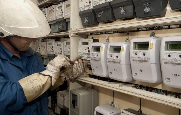 La Consejería de Industria supervisa la instalación de los nuevos contadores eléctricos digitales