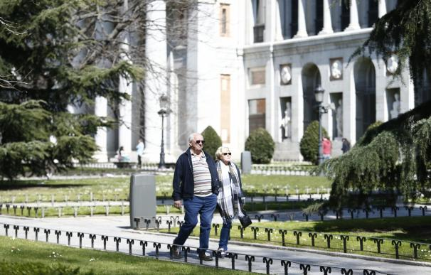 Gente Paseando, Pasear, Paseo, Andando, Museo Del Prado