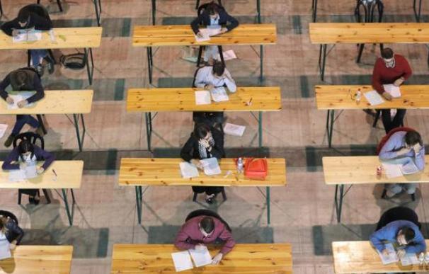 Fotografía oposiciones examen / EFE