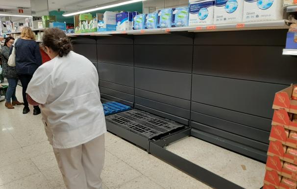 El miedo viaja deprisa: a 700 kilómetros de Madrid se agota ya el papel higiénico