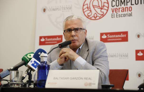 """Baltasar Garzón imparte la conferencia """"El derecho a la verdad"""""""