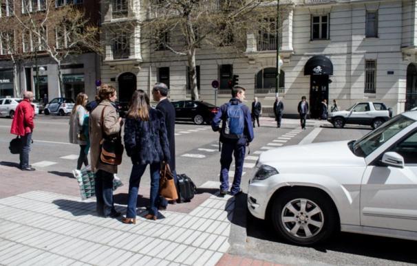 Tránsito, gente, Madrid, paso de cebra, semaforos, coches