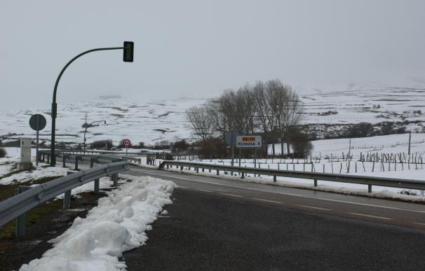 La nieve obliga a usar cadenas para circular por Alto Campoo y Estacas de Trueba en Cantabria