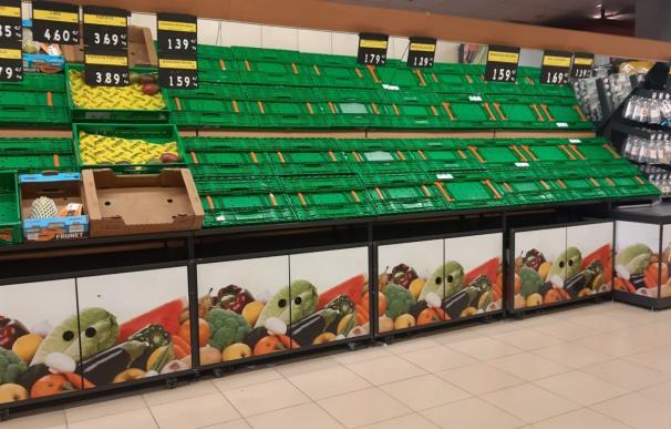 Estanterías vacias de un supermercado en Mérida