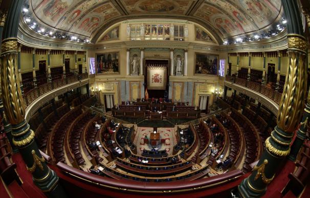 Imagen general del Congreso, prácticamente vacío, en el pleno del 18 de marzo