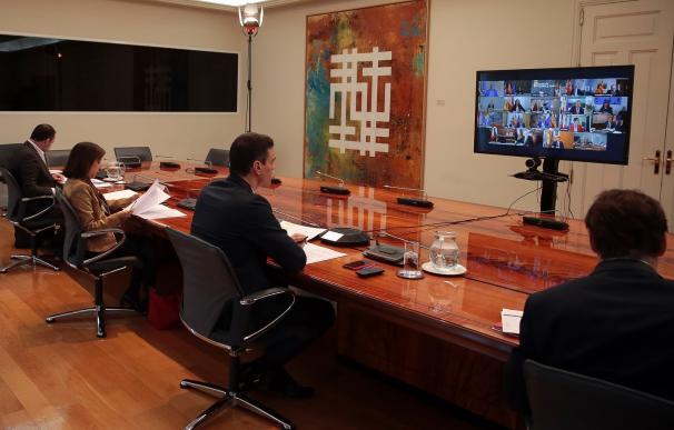 El presidente mantiene una videoconferencia con los dirigentes autonómicos