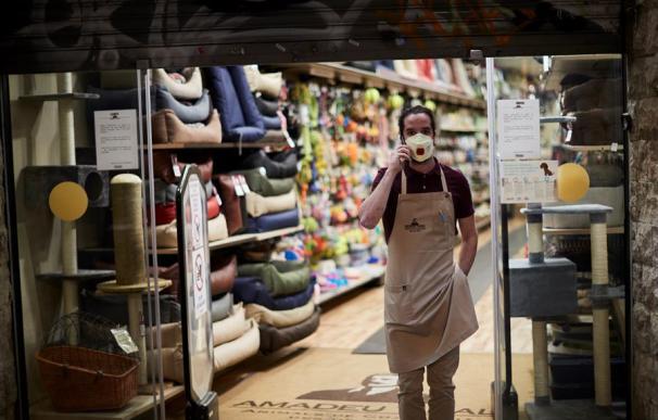 Foto de archivo: trabajadores, autónomos, comercios