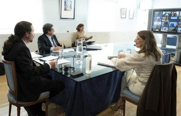 Iglesias pide a Sánchez aprobar una renta mínima para quien se quede sin ingresos