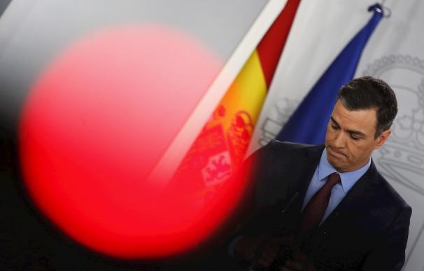 Fotografía Pedro Sánchez, luz roja / EFE