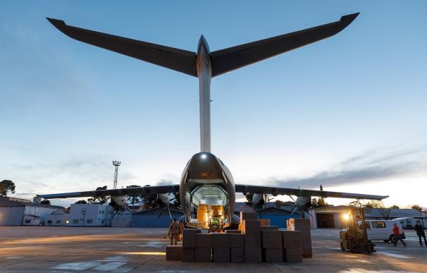Descarga de la carga en las instalaciones de Airbus Getafe en Madrid, España.