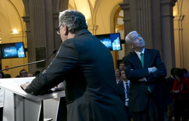 Javier Hernani, de espaldas, junto a Antonio Zoido.