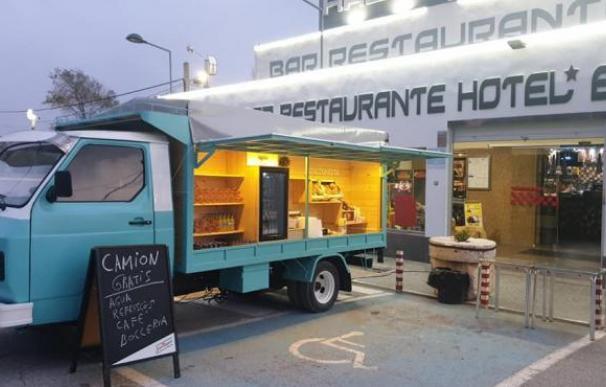 Camioneta de autoservicio en el restaurante El Hacho I, en Sevilla