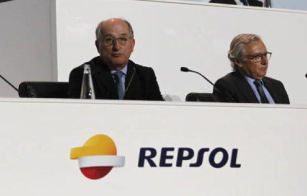 Luis Suárez de Lezo y Antonio Brufau en una junta de accionista de la Repsol.