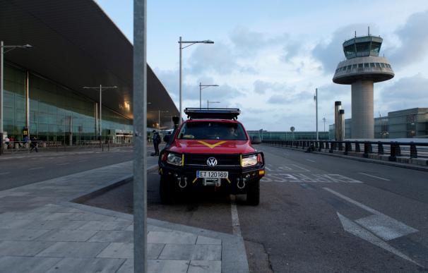 La UME llega al aeropuerto de El Prat. /EFE