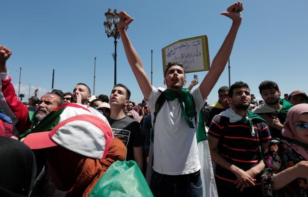 Manifestación de estudiantes en la capital de Argelia, Argel