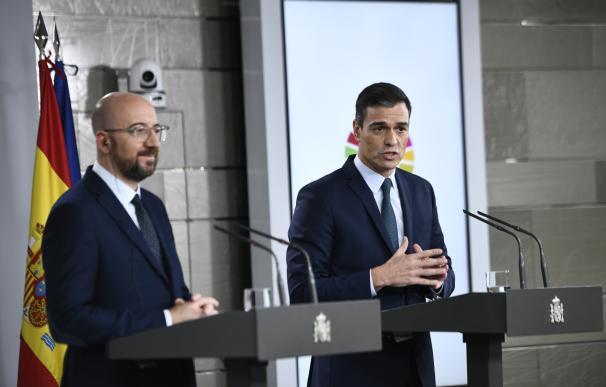 Pedro Sánchez junto al presidente electo del Consejo Europeo, Charles Michel