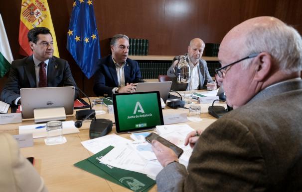 Imagen de archivo de una reunión del Comité Ejecutivo para el Control, Evaluación y Seguimiento de Situaciones Especiales, que analizan la evolución del coronavirus en Andalucía.
