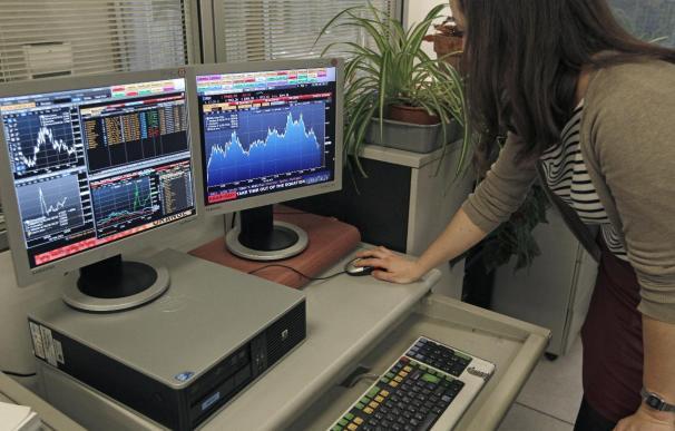 El IBEX 35 mantiene las caídas a mediodía, el 0,33 por ciento, afectado por Telefónica
