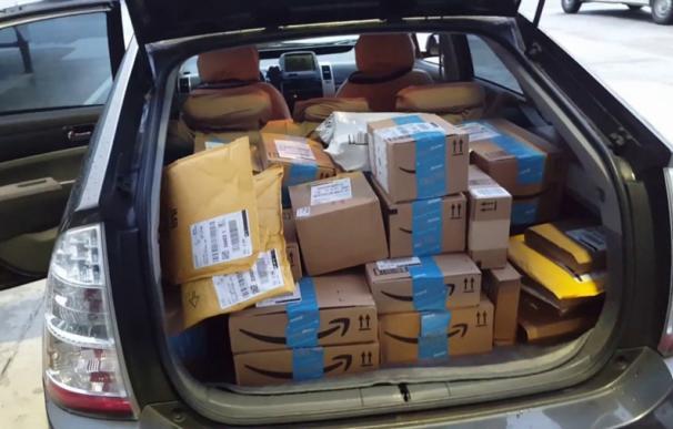 Amazon se cobija en la patronal en plena ola de denuncias a su reparto