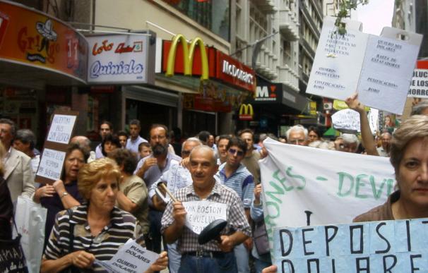 Fotografía de un corralito en Buenos Aires.
