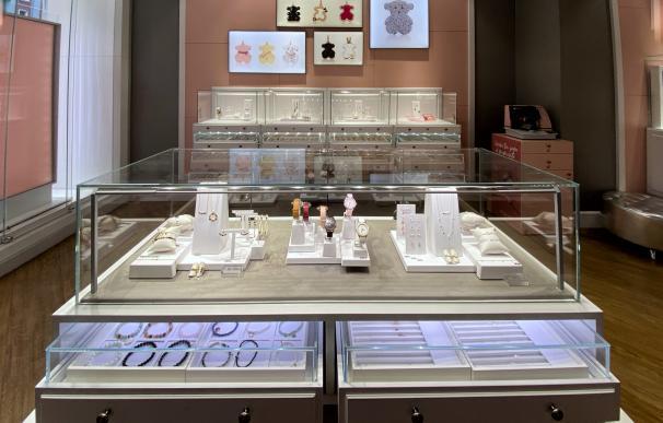 Interior de una tienda de Tous en Madrid el mismo día en el que se ha conocido que la Audiencia Nacional investiga a esta firma por una presunta estafa por la ausencia de relleno metálico en las joyas que venden, en Madrid a 21 de enero de 2020.
