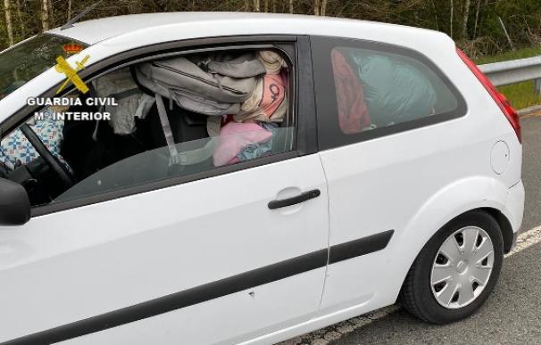 Paran en la A-6 a una mujer que iba hacia la costa con el coche sobrecargado