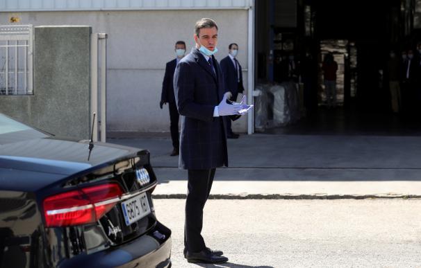 Sánchez sale de Moncloa para conocer la fábrica de respiradores 'made in Spain'