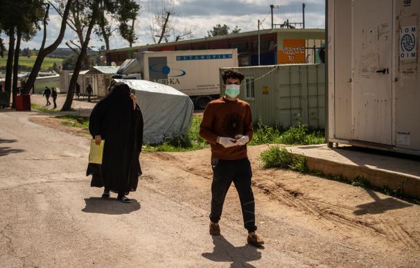 Grecia cerca otro campo de refugiados al detectar un positivo de coronavirus en él
