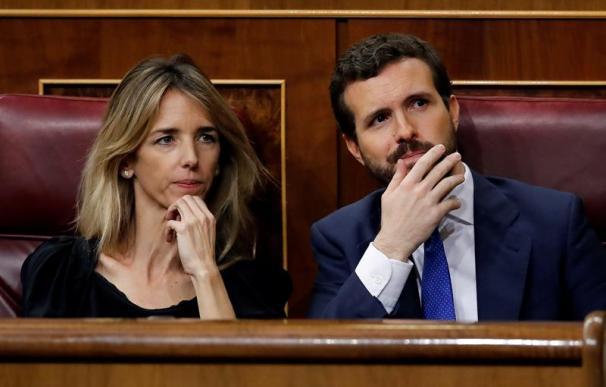 Pablo Casado y Cayetana Álvarez de Toledo, durante la segunda votación de investidura de Pedro Sánchez
