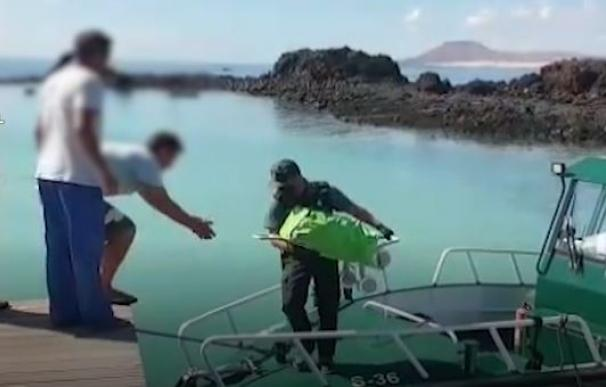 La Guardia Civil lleva víveres a la isla Lobos