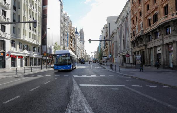 Imagen de la Gran Vía de Madrid vacía por el coronavirus y el estado de alarma