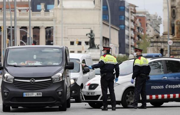 Los Mossos vigilan el tráfico en Barcelona