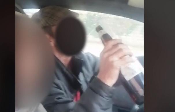 Cazados bebiendo sin cinturón