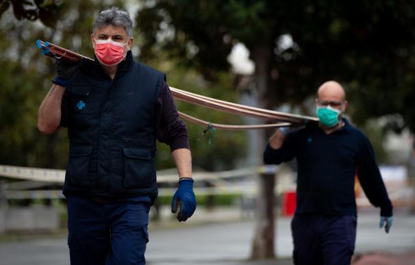 Trabajador construcción mascarilla coronavirus
