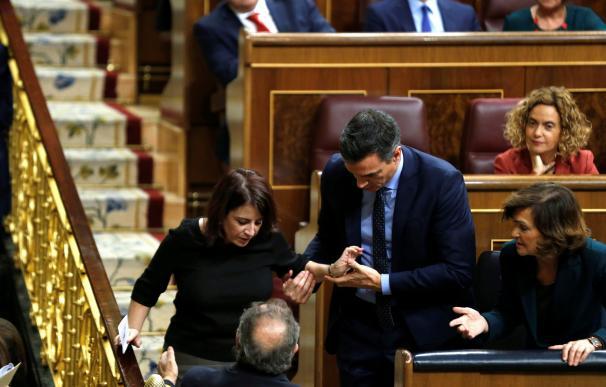 Sánchez ayuda a Lastra