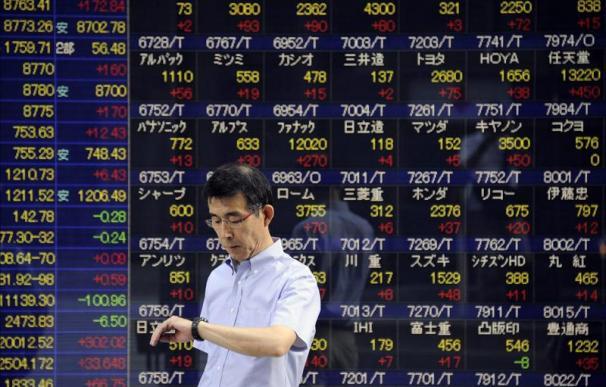 El Nikkei cae tras la revisión a la baja del PIB japonés