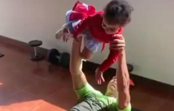 Entrenamiento Cristiano Ronaldo con su hija Alana
