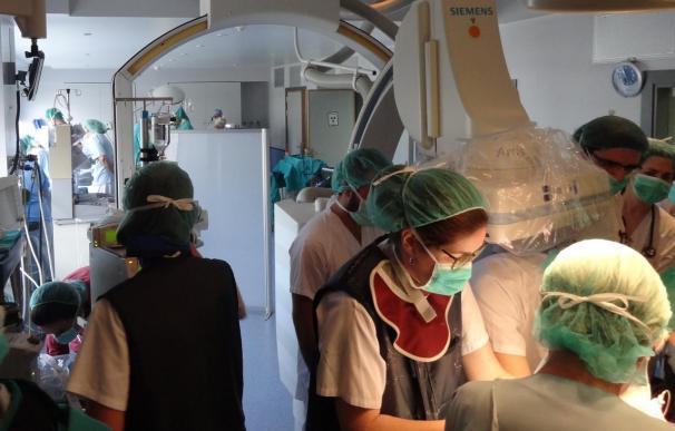 Médicos del Hospital La Paz sincronizan una cesárea y la colocación de un marcapasos a un prematuro