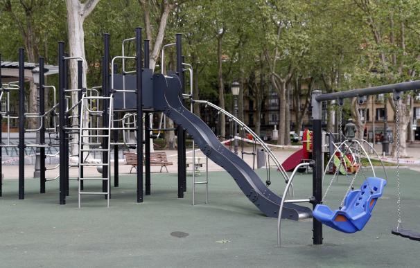 Parque vació, confinamiento niños