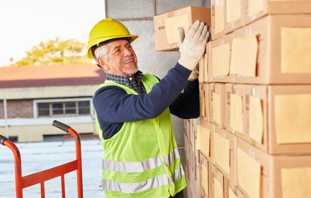 Fotografía de un trabajador cerca de la jubilación. A la hora de jubilarse, hay que tener en cuenta las cotizaciones a la Seguridad Social que computan.