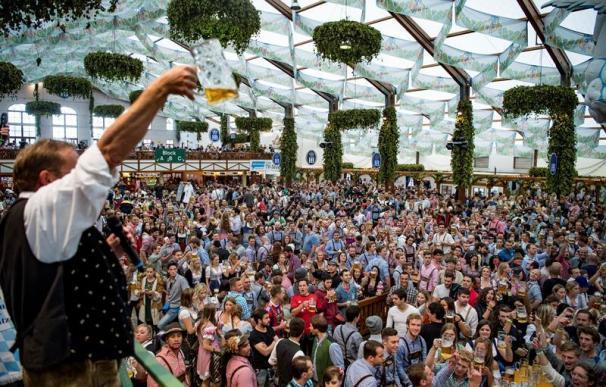La Oktoberfest inunda Munich de cerveza y de millones de euros