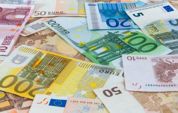 Fotografía de billetes de euro. Un jubilado se llevó un premio de lotería de 3.5 millones de euros.