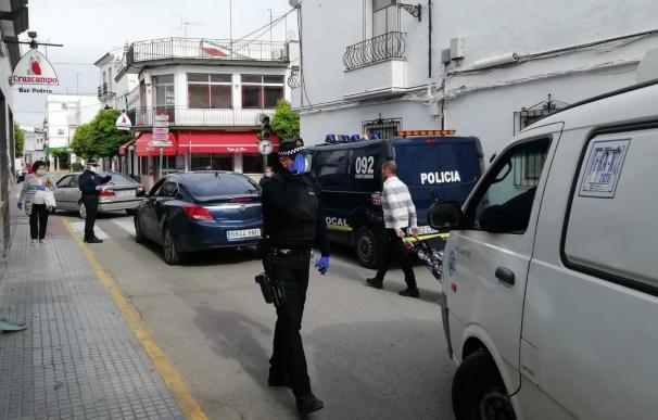 Un control de la Policía Local en el centro de Puerto Serrano, en Cádiz
