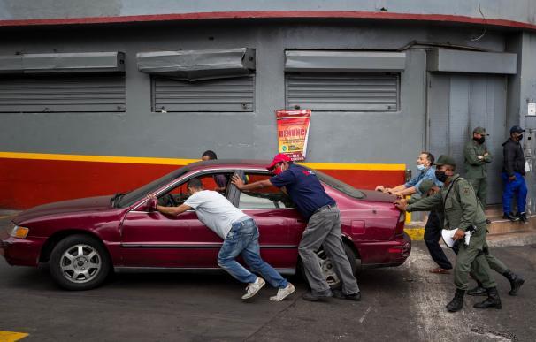 La escasez de gasolina se torna en pánico en Venezuela